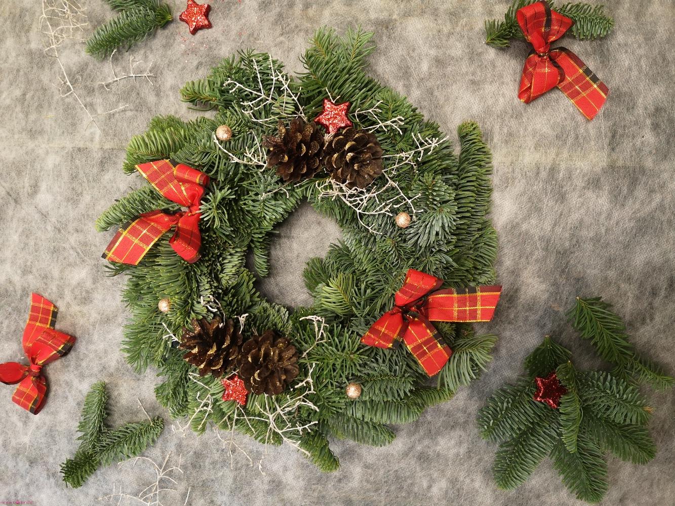 Kalėdinis puoštas vainikas NR2
