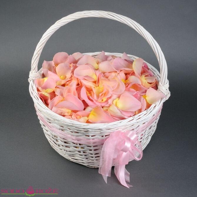 Gyvų rožių žiedlapiai