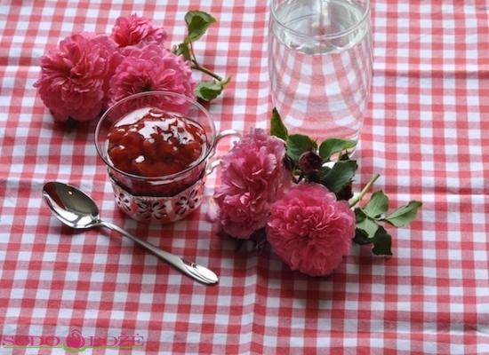 Rožių žiedlapių uogienė